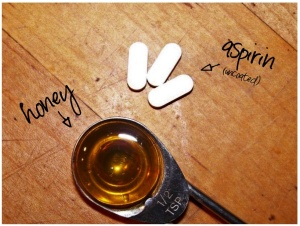 DIY-HONEY-ASPRIN-FACE MASK