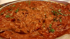 A_shot_of_butter_chicken_masala